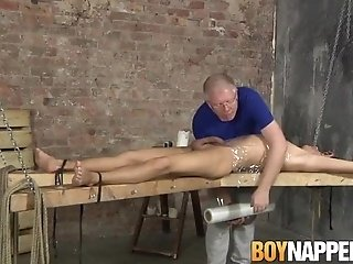 Kinky maledom jerking off younger cock which he craves for|38::HD,63::Gay,1911::Blowjob,1921::Bondage,2001::Fetish,2141::Twink
